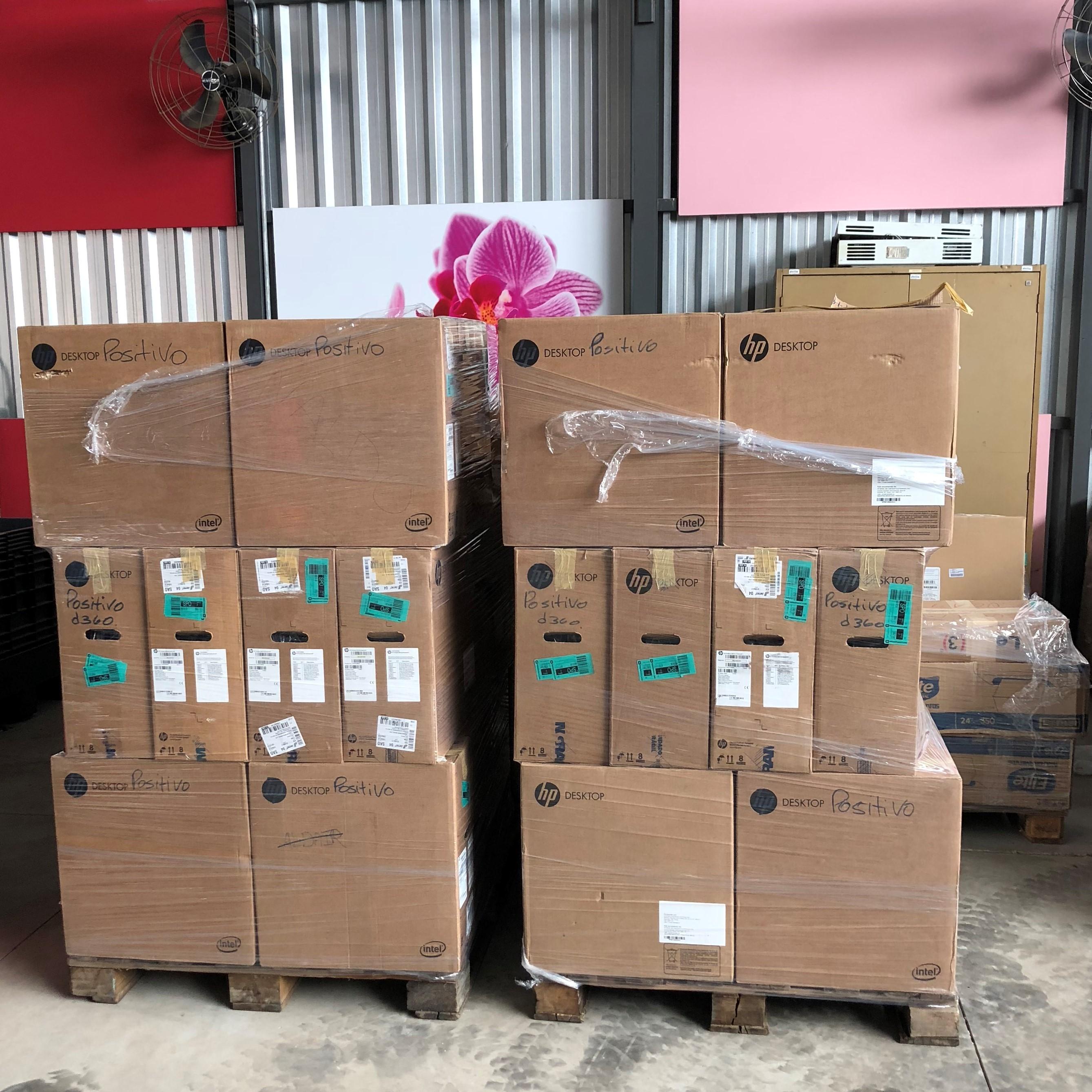 caixas-comsputares-empilhada