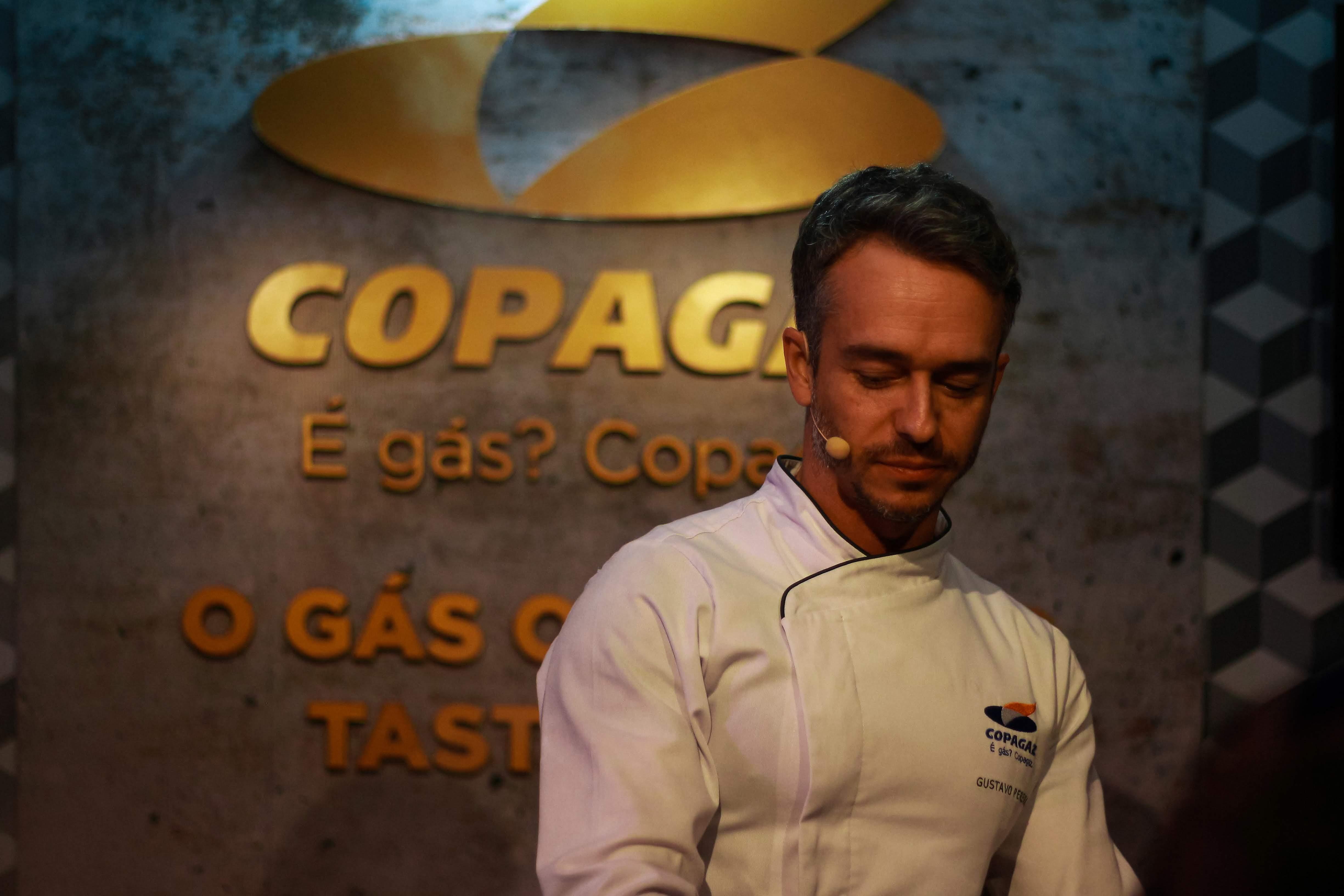 Foto de homem com uniforme Copagaz branco